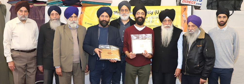 Dr Jasjit Singh and Manpreet Singh Badhni Kalan being honoured at the Sikh Missionary Society U.K.